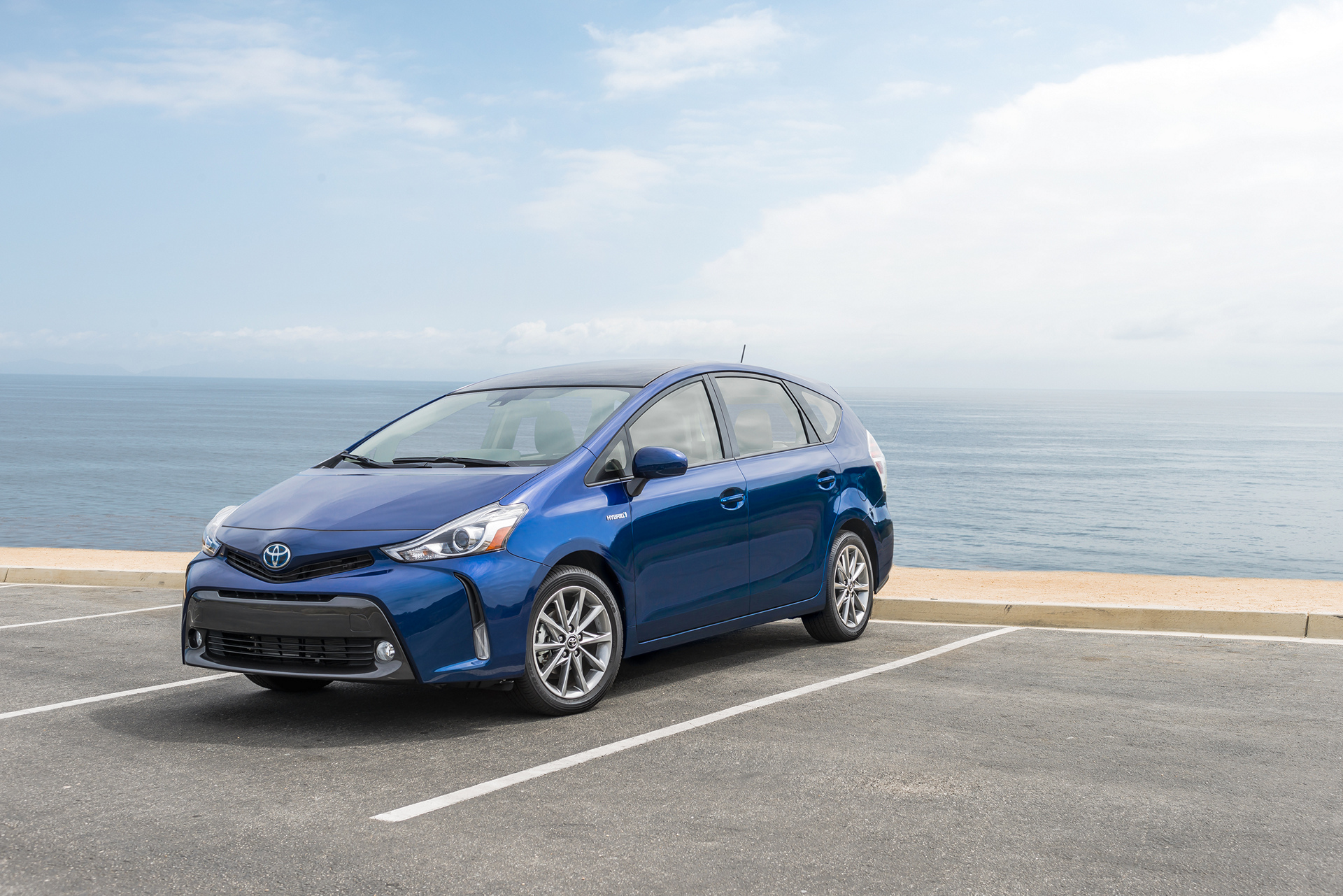 2016 toyota prius v review carrrs auto portal. Black Bedroom Furniture Sets. Home Design Ideas