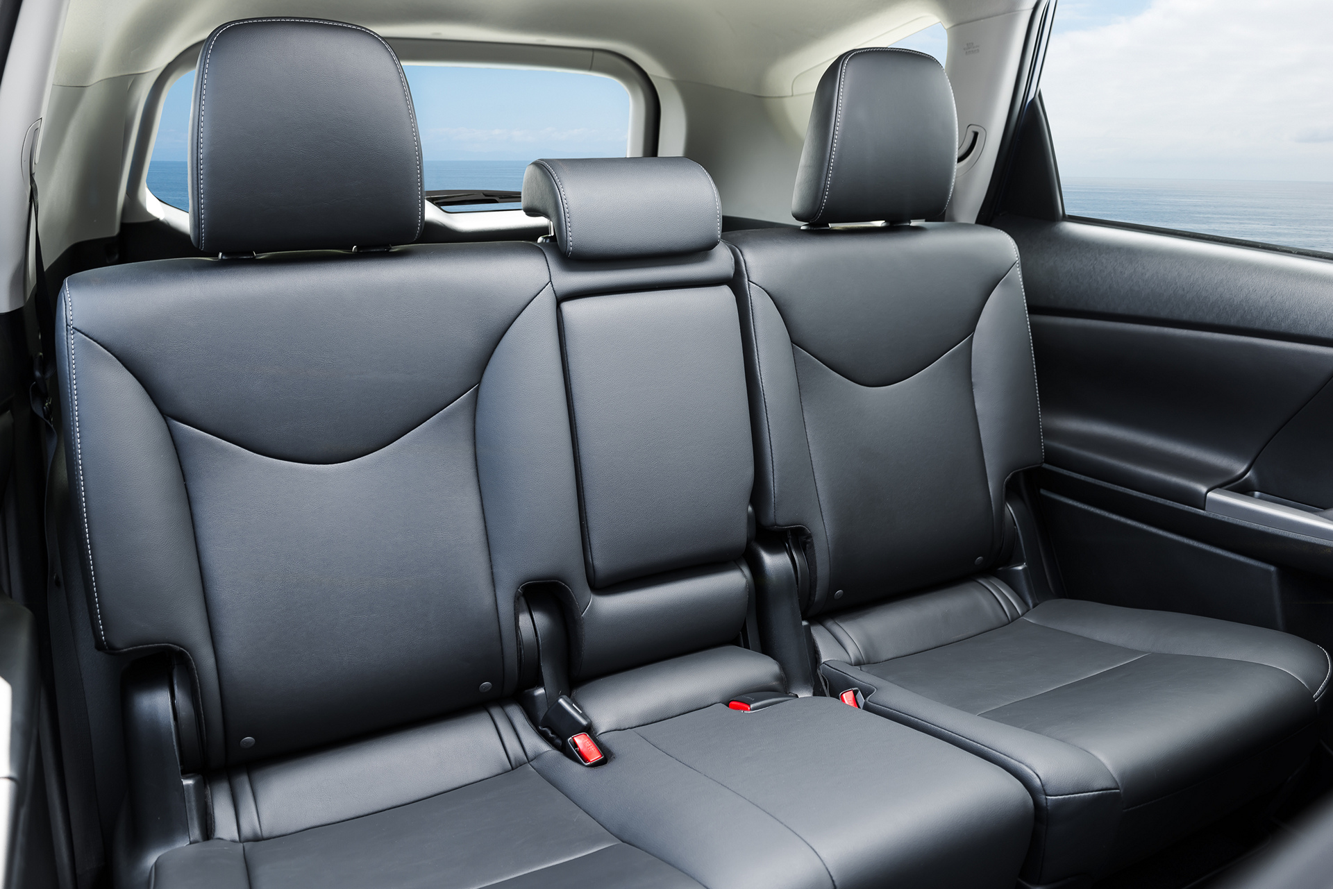 2016 Toyota Prius v © Toyota Motor Corporation