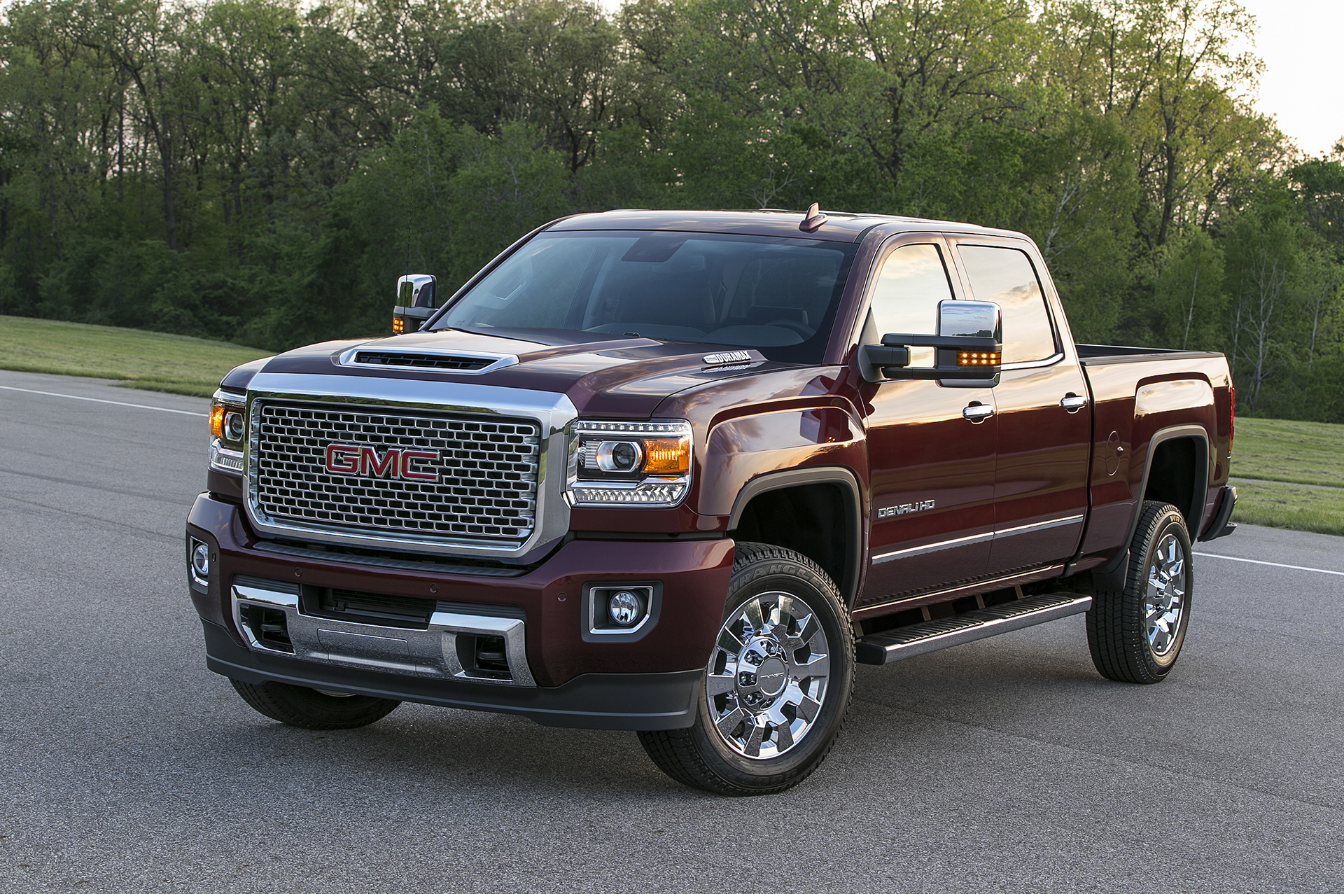 first photos of the 2017 sierra denali 2500hd carrrs auto portal. Black Bedroom Furniture Sets. Home Design Ideas