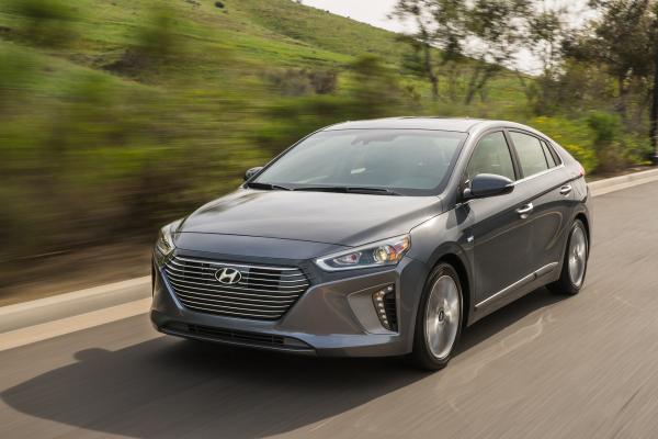 2017 IONIQ Hybrid © Hyundai Motor Company