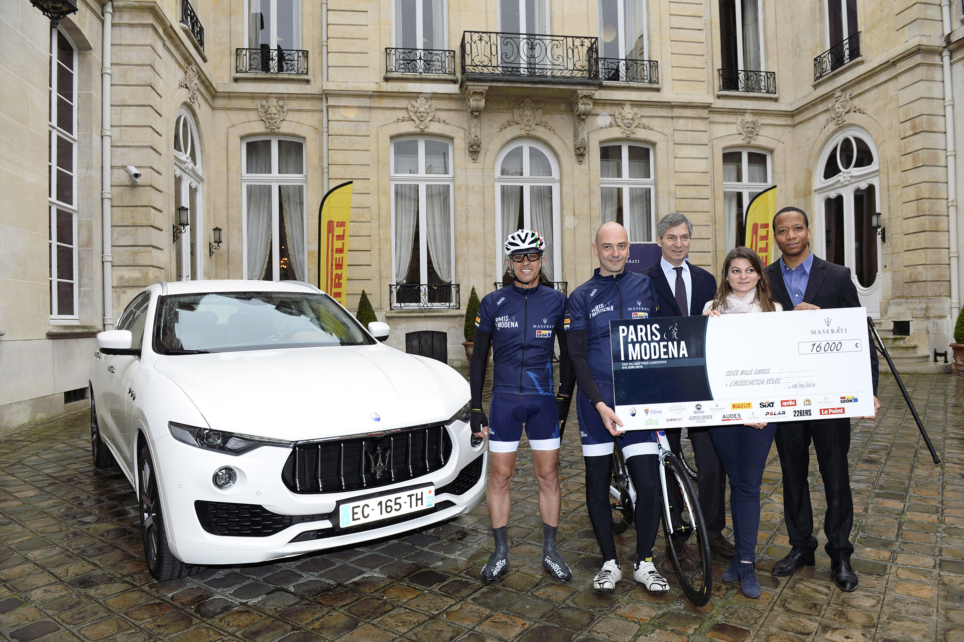 From left Paul Belmondo, Guido Giovannelli, Giandomenico Magliano, Isabelle Juseranol and Jean-Louis Gançon representing Rêves pose next to the new Maserati Levante SUV and the Paris-Modena special edition Look bike © Fiat Chrysler Automobiles N.V.