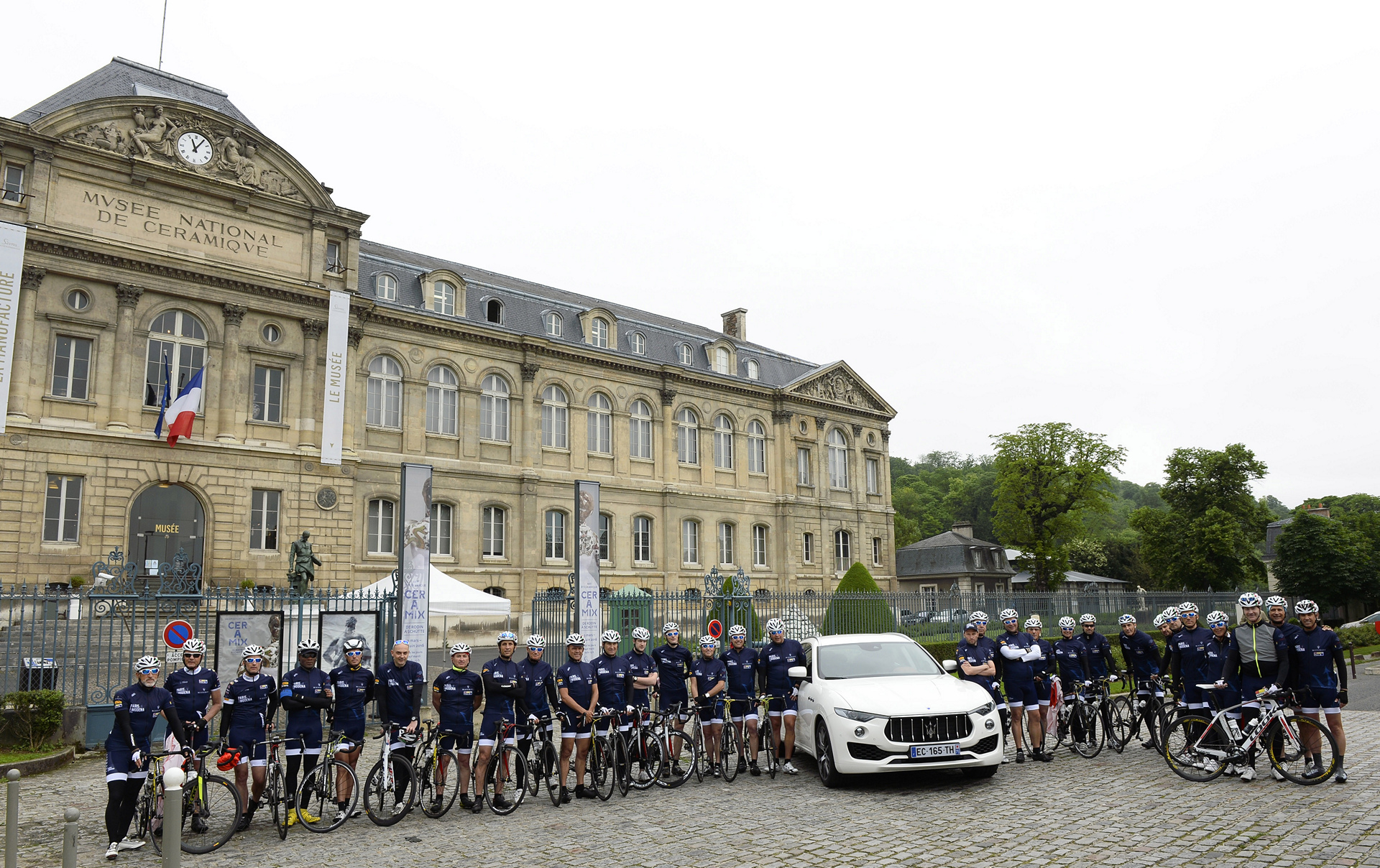 The 35 Paris-Modena participants on teh start line together with the new Maserati Levante SUV © Fiat Chrysler Automobiles N.V.
