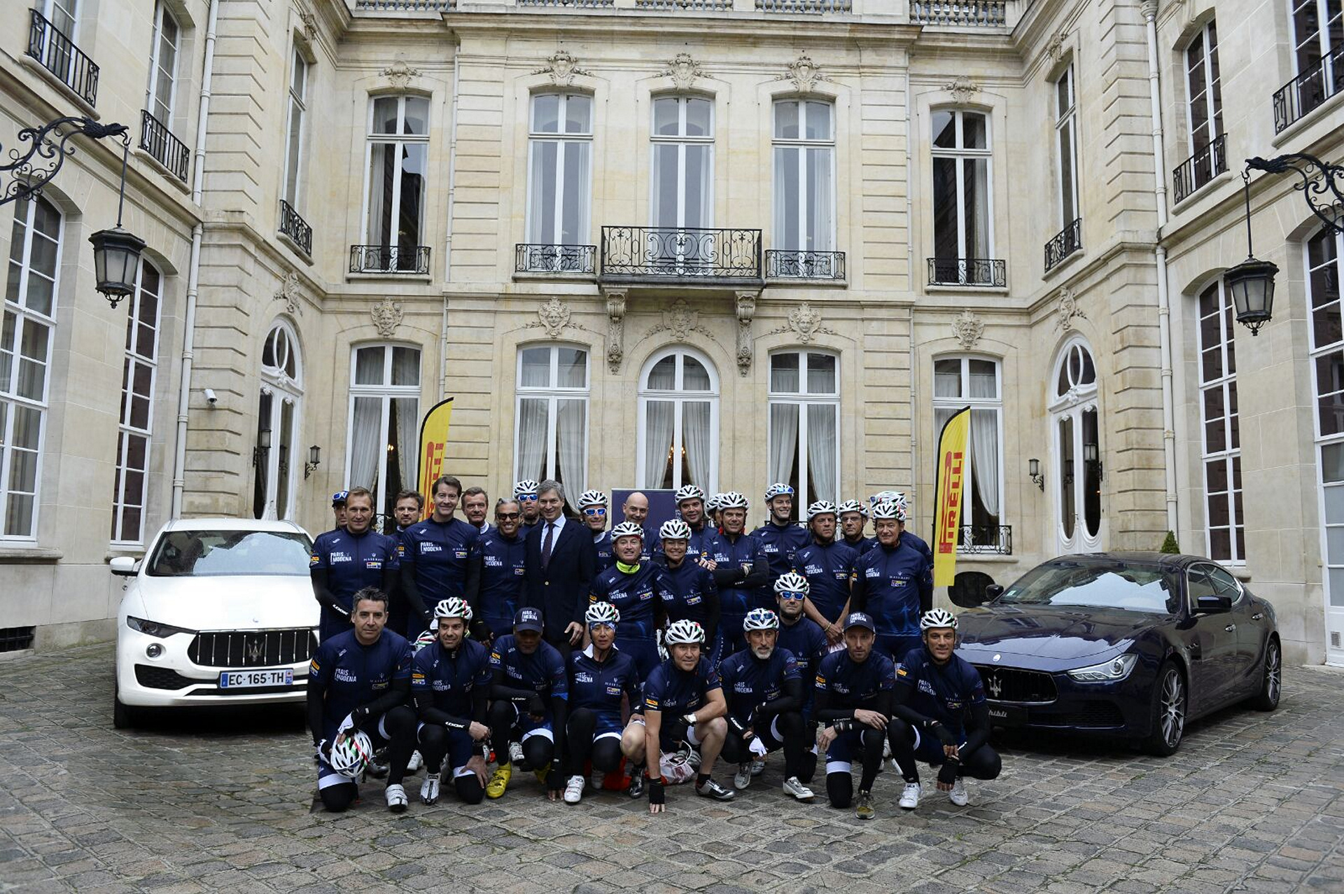 Participants at the start of the Paris Modena © Fiat Chrysler Automobiles N.V.