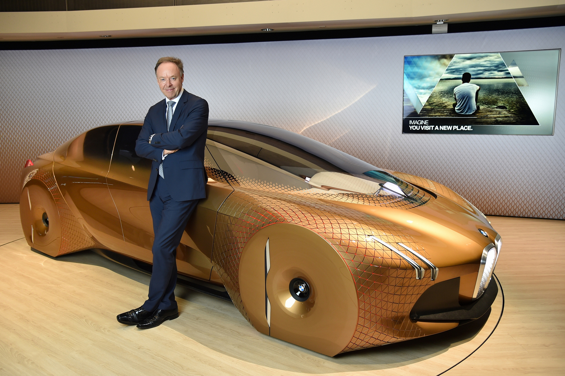 BMW VISION NEXT 100, Ian Robertson, Member of the Board of Management of BMW AG, Sales and Marketing BMW, Sales Channels BMW Group © BMW AG