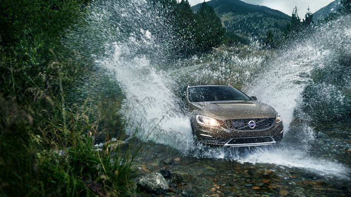 2016 Volvo V60 Cross Country Review