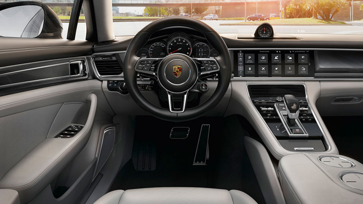 Fully Interlinked with Porsche Connect