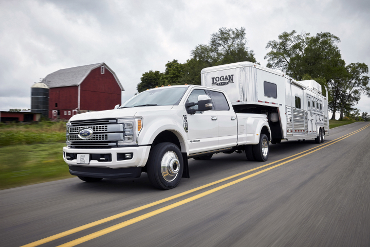 2017 Ford F-Series Super Duty: Downhill with a 15-Ton Trailer