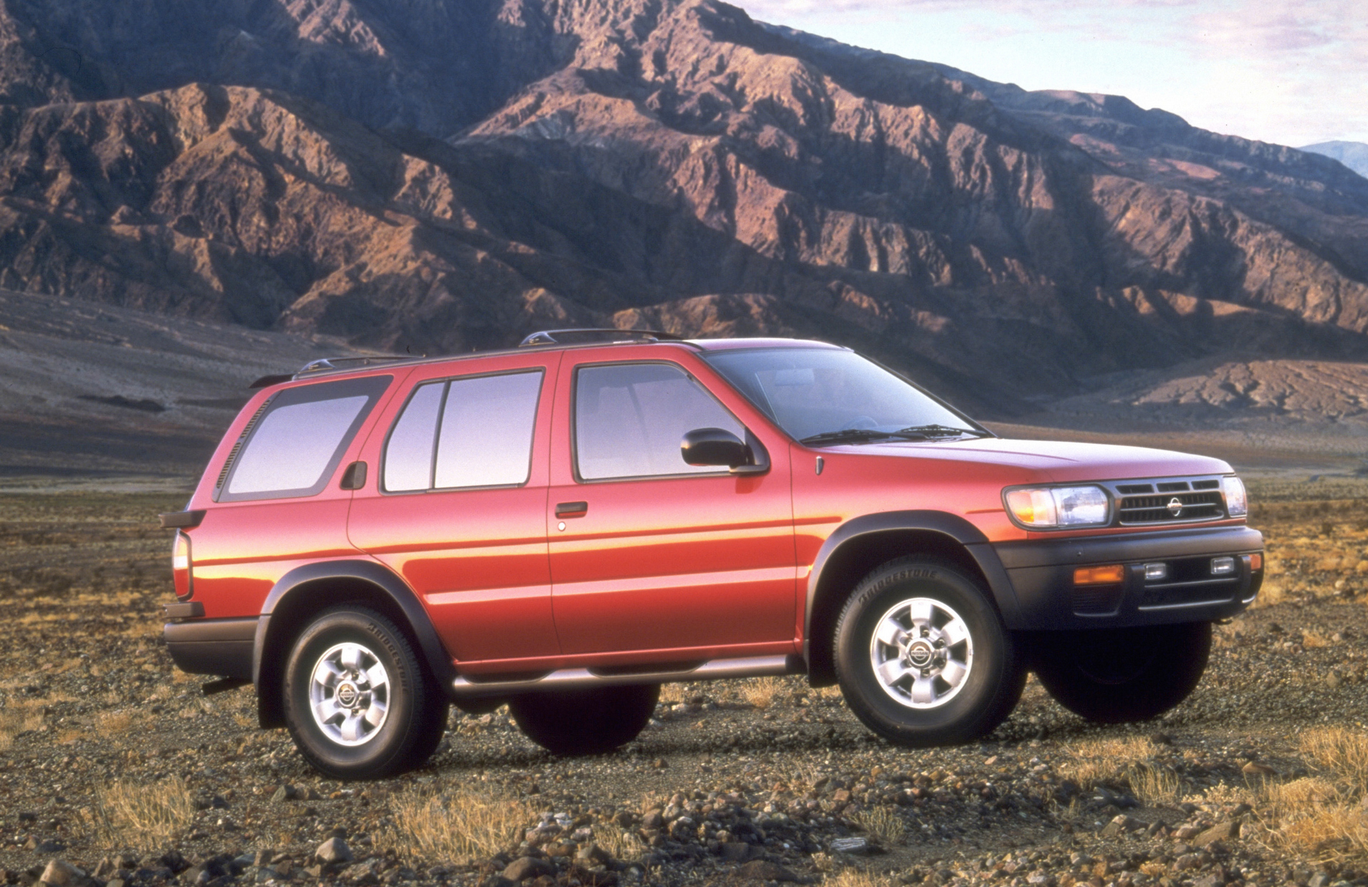 1999 Nissan Pathfinder © Nissan Motor Co., Ltd.
