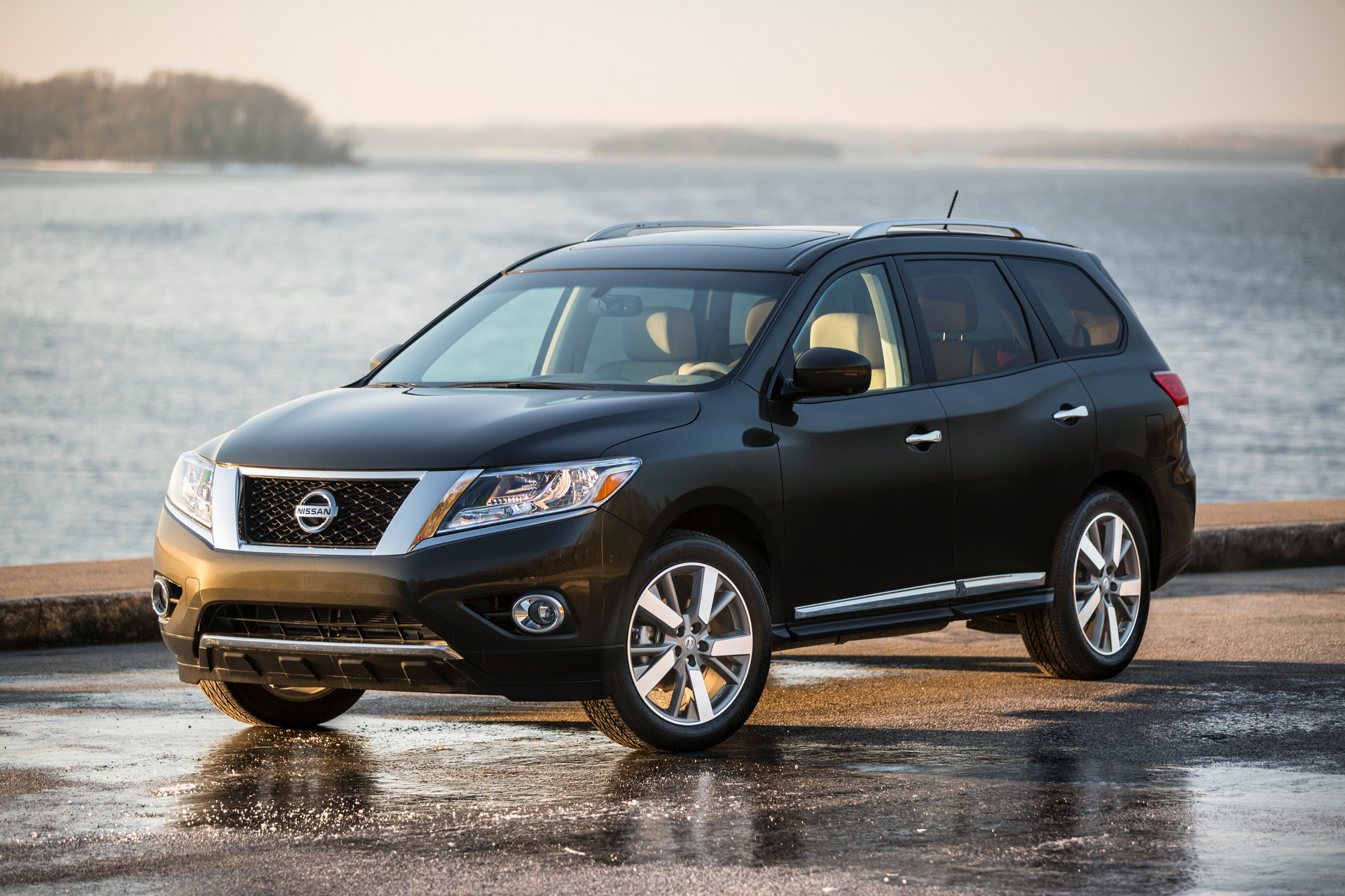 2015 Nissan Pathfinder © Nissan Motor Co., Ltd.