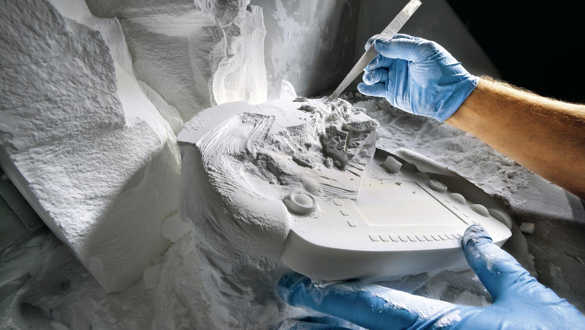 Formation of a 1-1 scale model, milling machine, Porsche Research & Development Centre, Weissach © Dr. Ing. h.c. F. Porsche AG