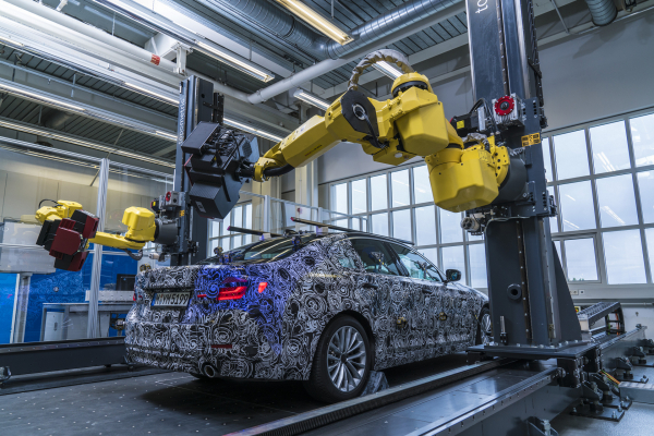 Fully-automated, optical measuring cell in BMW Group pilot plant in Munich © BMW AG
