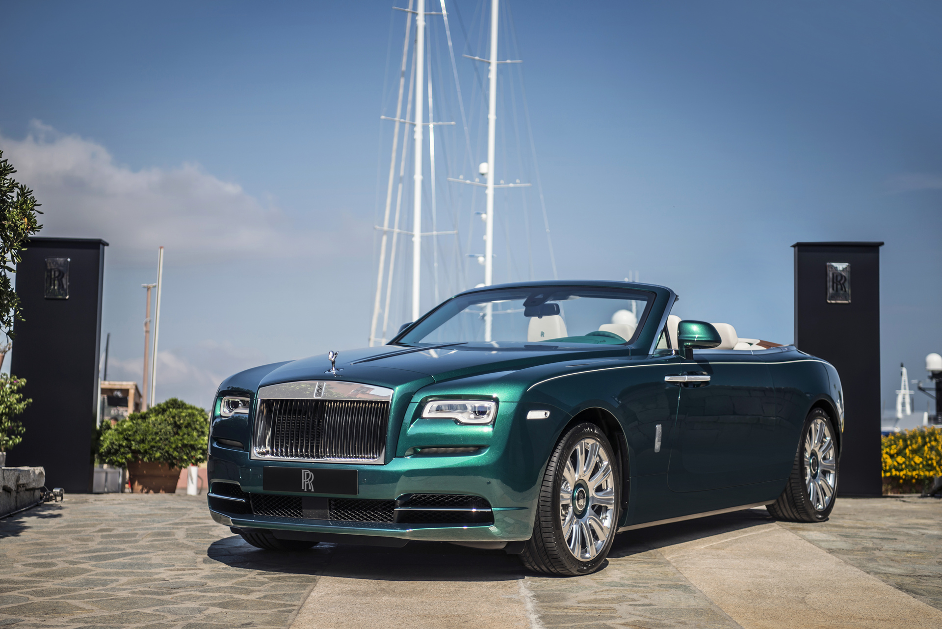 Rolls-Royce Unveils Emerald Embellished Dawn and Wraith Inspired by Porto Cervo © BMW AG