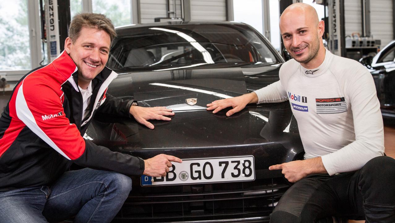 (l.-r.) Dr. Gernot Doellner, Vice President Product Line Panamera; Lars Kern, Test- and Development Driver © Dr. Ing. h.c. F. Porsche AG