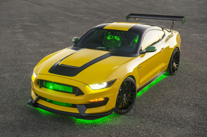 """OLE YELLER"" MUSTANG RAISES $295,000 TO SUPPORT EAA Youth Education"