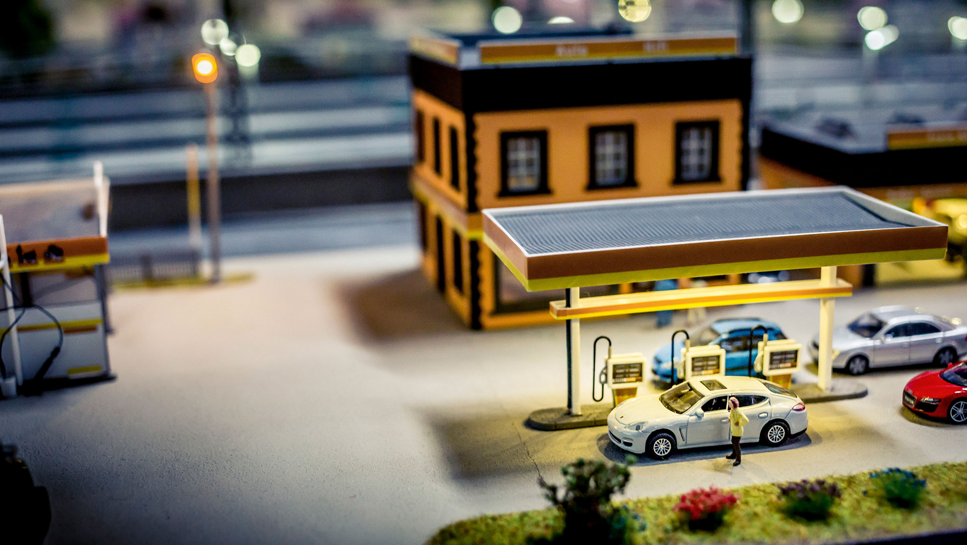 Miniature: Panamera, gas station, TraumWerk © Dr. Ing. h.c. F. Porsche AG