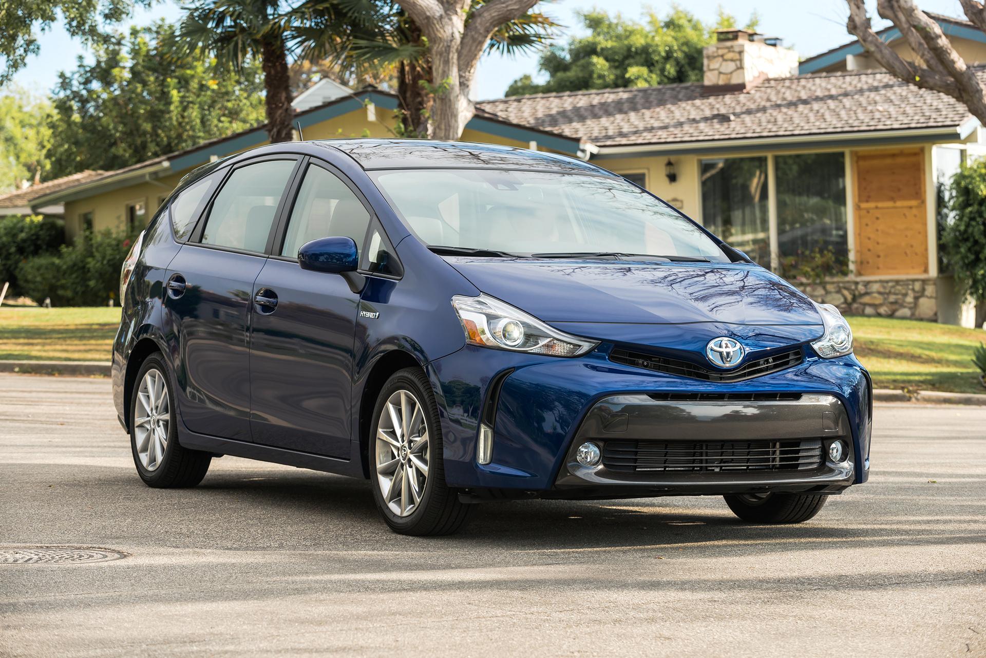 2017 Toyota Prius v © Toyota Motor Corporation