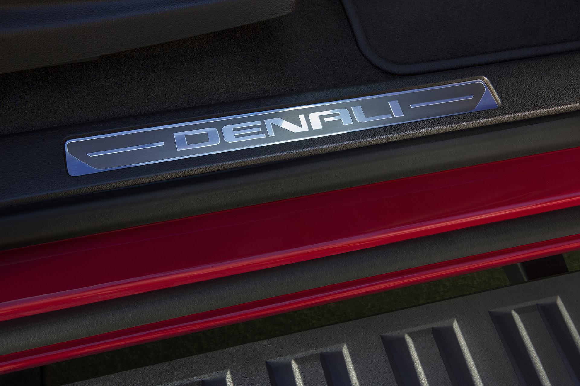 2017 GMC Canyon Denali © General Motors