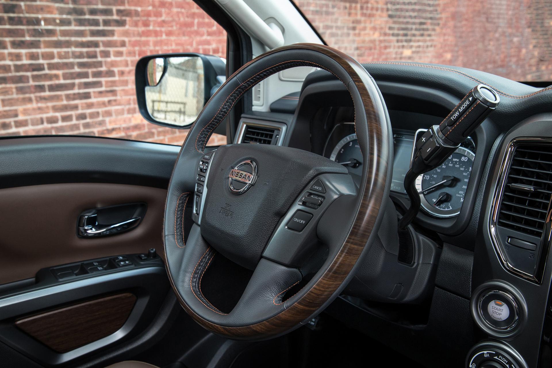 2017 Nissan TITAN Crew Cab © Nissan Motor Co., Ltd.