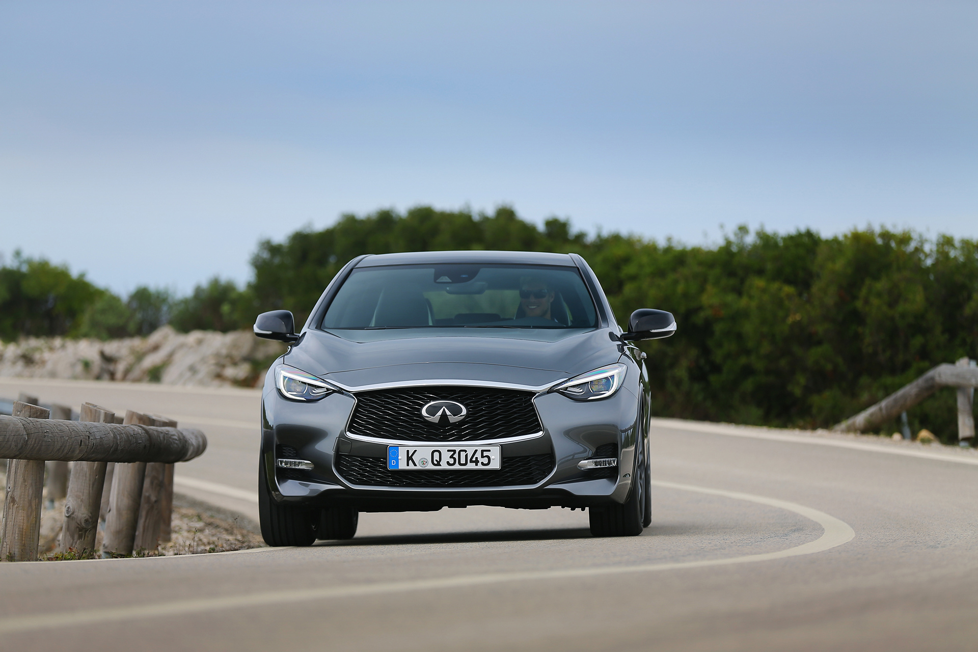 2017 Infiniti QX30 S © Nissan Motor Co., Ltd.