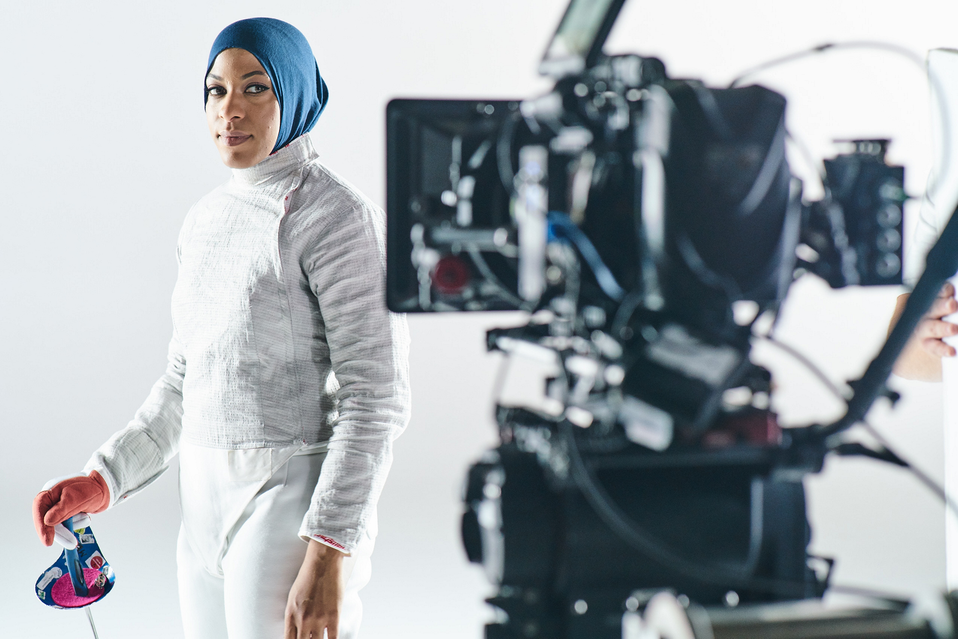 Ibtihaj Muhammad behind the scenes at the MINI 2016 Olympics commercial shoot © BMW AG