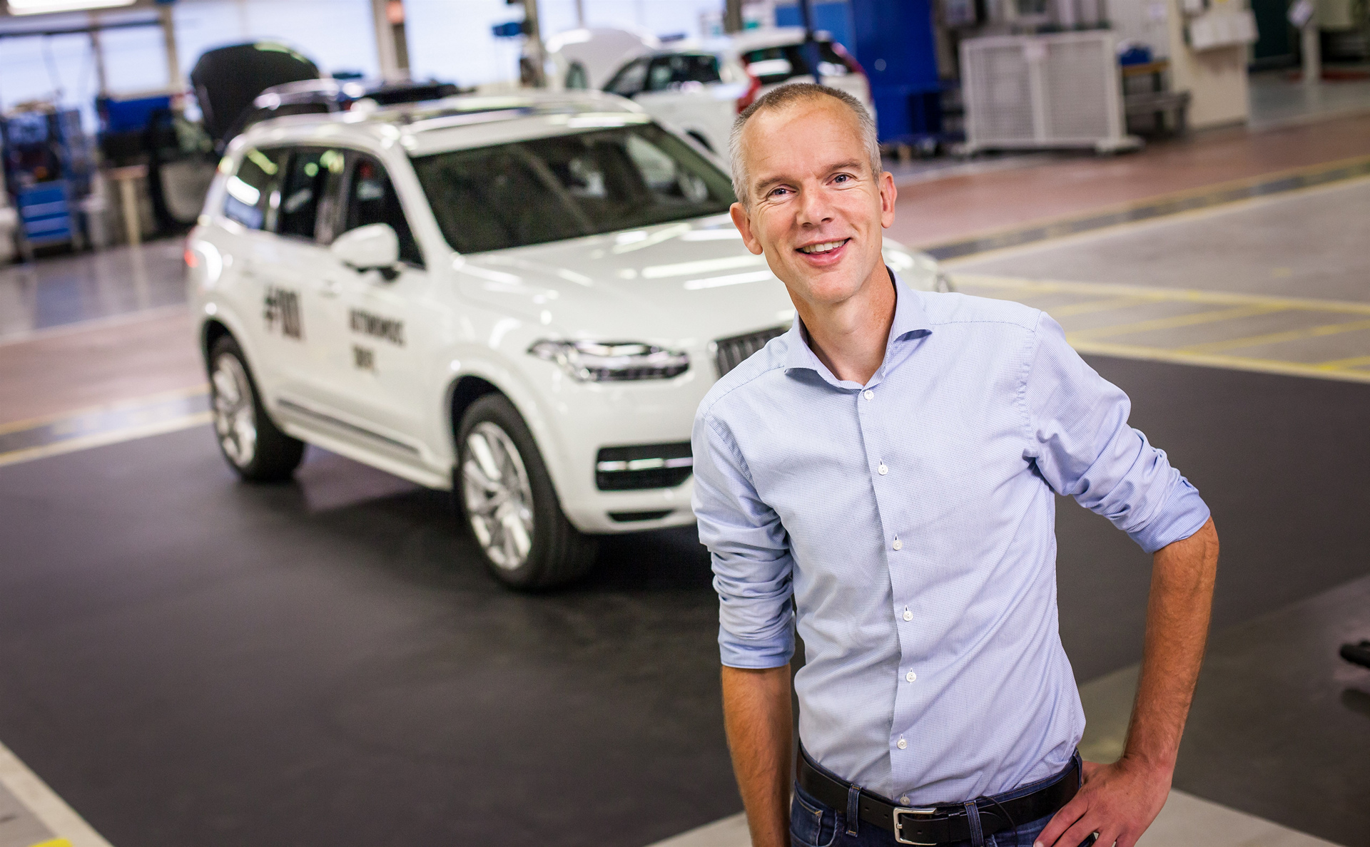 Erik Coelingh, Senior Technical Leader at Volvo Cars, with the very first autonomous XC90 that will be used in the Drive Me project in Gothenburg © Zhejiang Geely Holding Group Co., Ltd