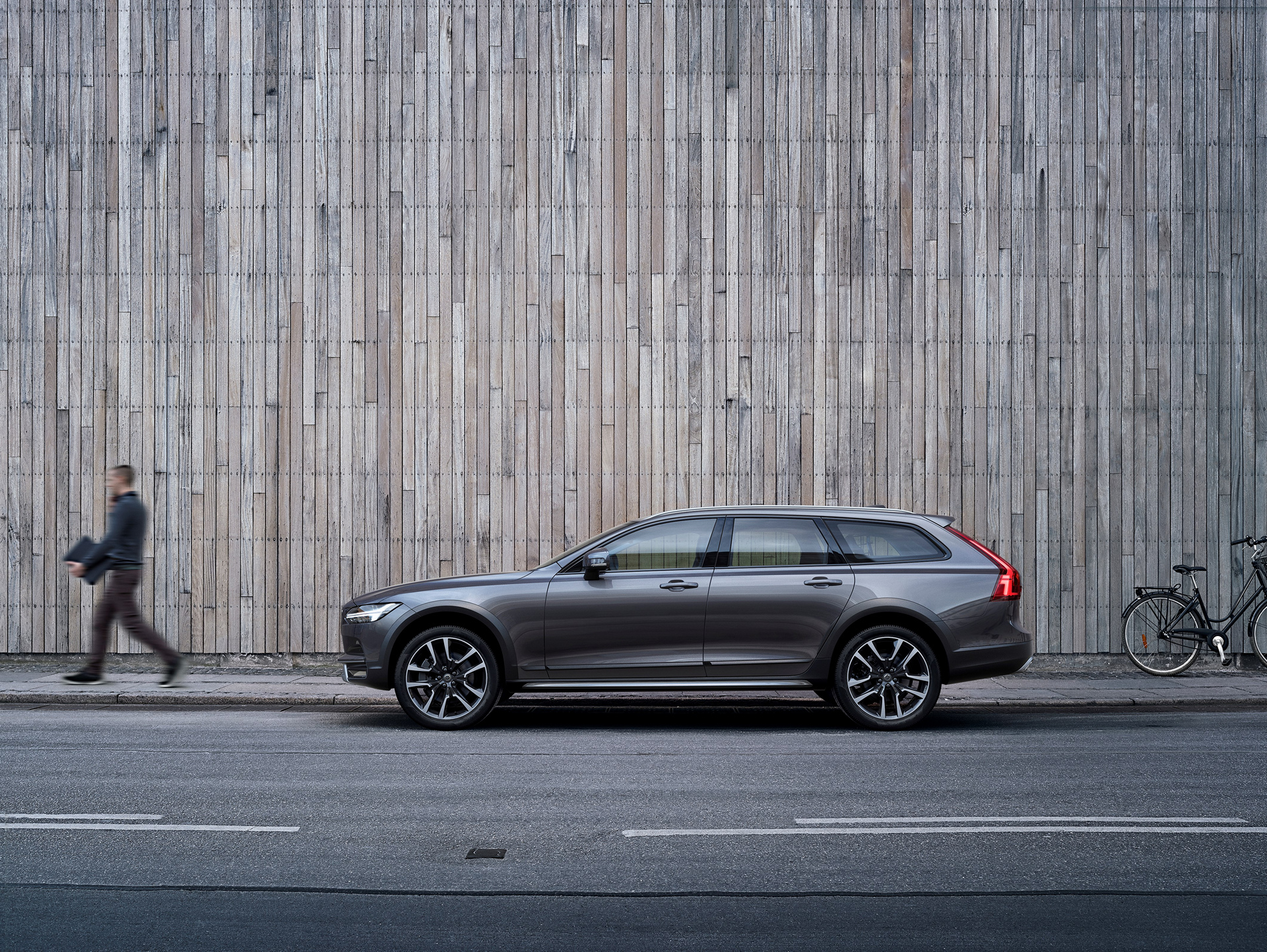 Volvo V90 Cross Country © Zhejiang Geely Holding Group Co., Ltd