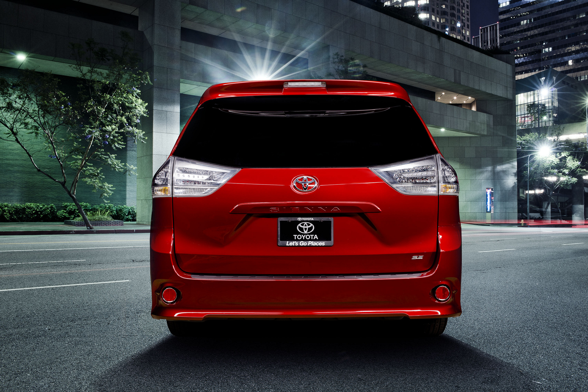 2017 toyota sienna review carrrs auto portal. Black Bedroom Furniture Sets. Home Design Ideas