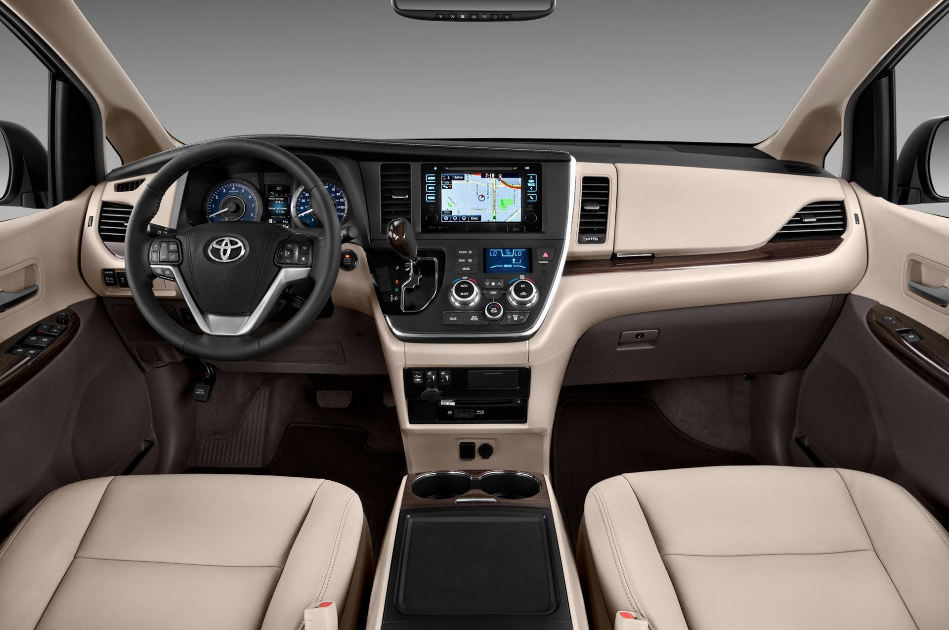 2017 Toyota Sienna XLE © Toyota Motor Corporation