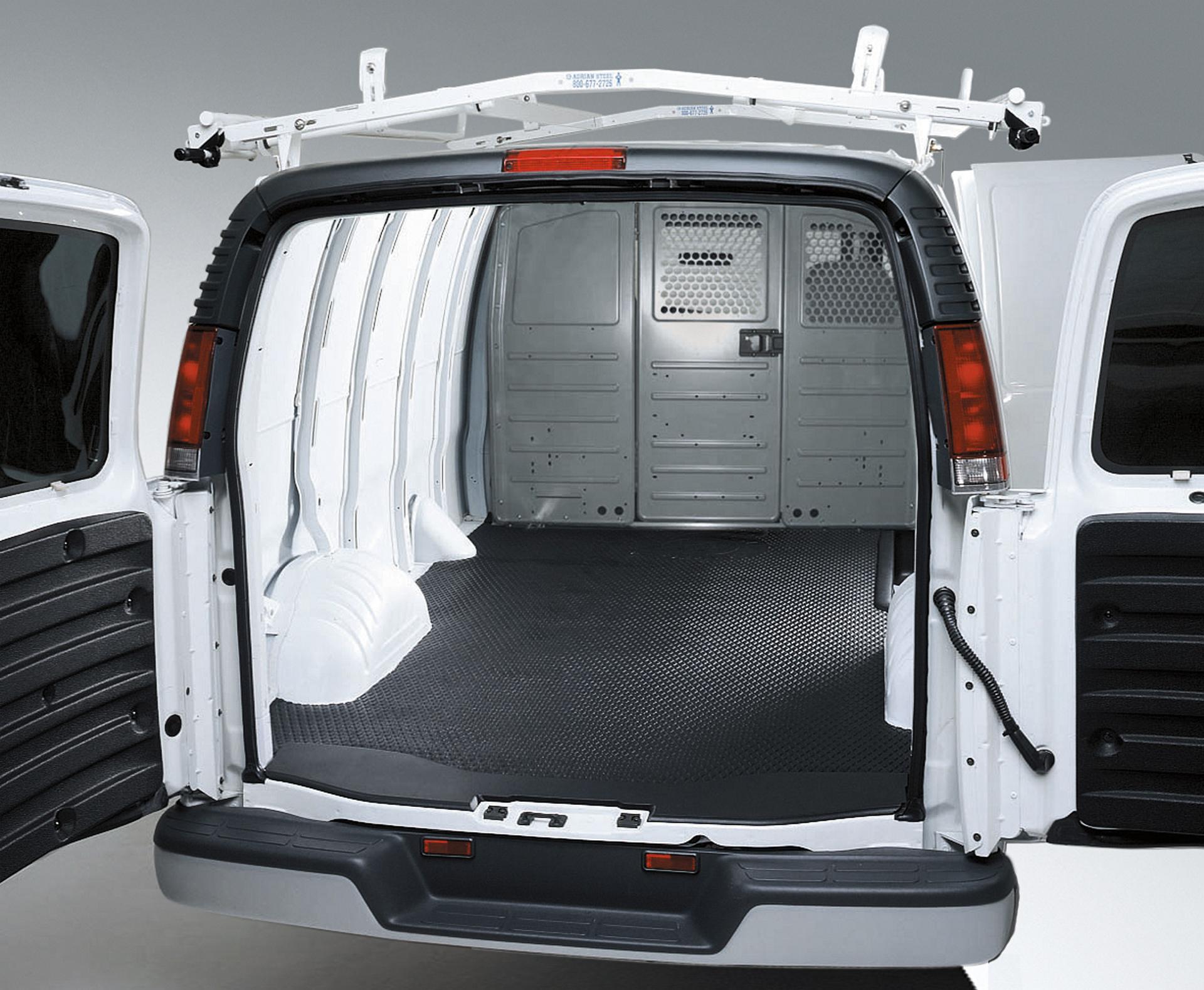 2016 GMC Savana Cargo Van © General Motors
