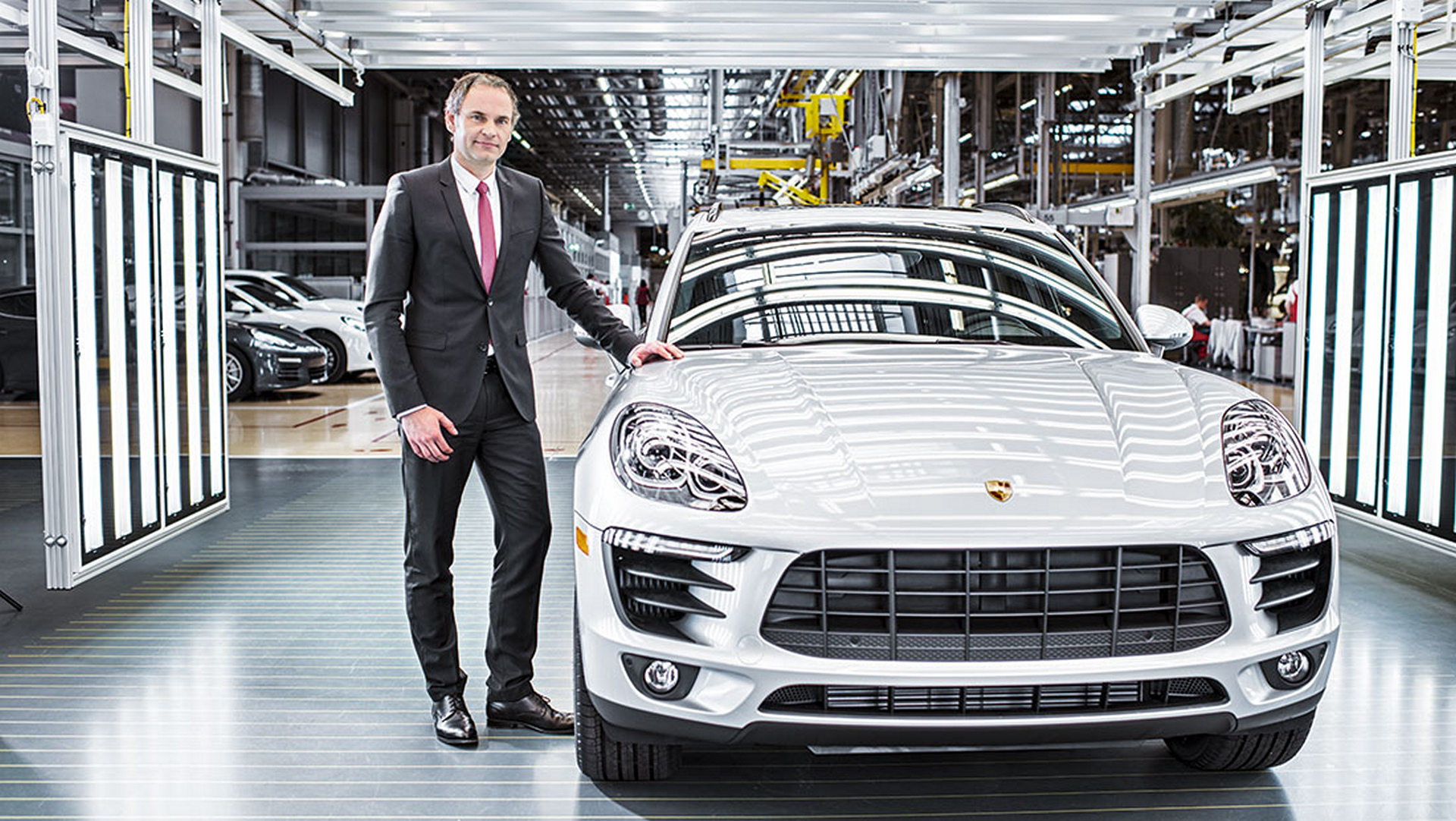 Oliver Blume, Member of the Executive Board, Production and Logistics, Macan © Dr. Ing. h.c. F. Porsche AG