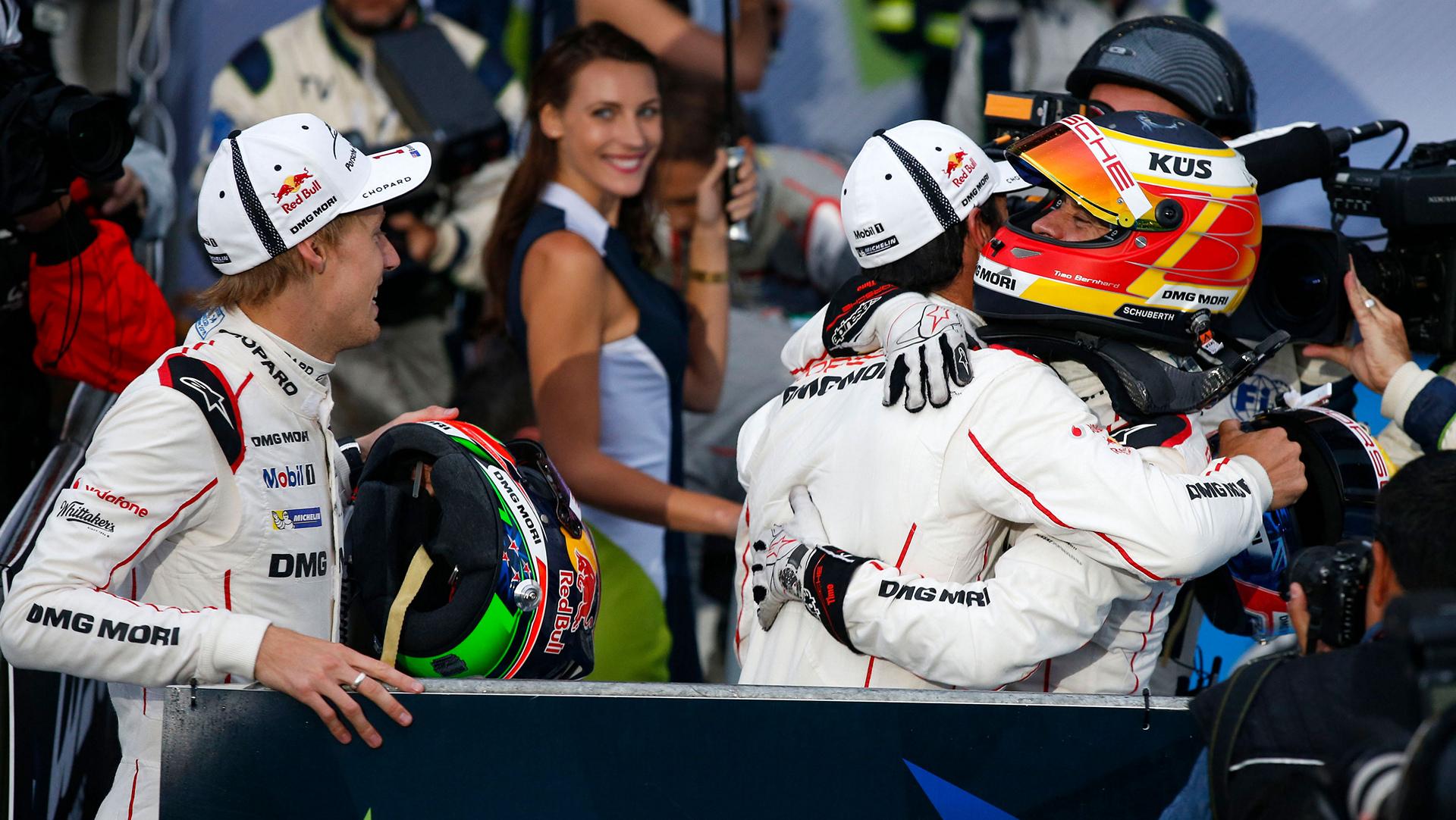 Brendon Hartley (l.), Porsche work driver, Mark Webber, Porsche work driver, Timo Bernhard, Porsche work driver, WEC © Dr. Ing. h.c. F. Porsche AG