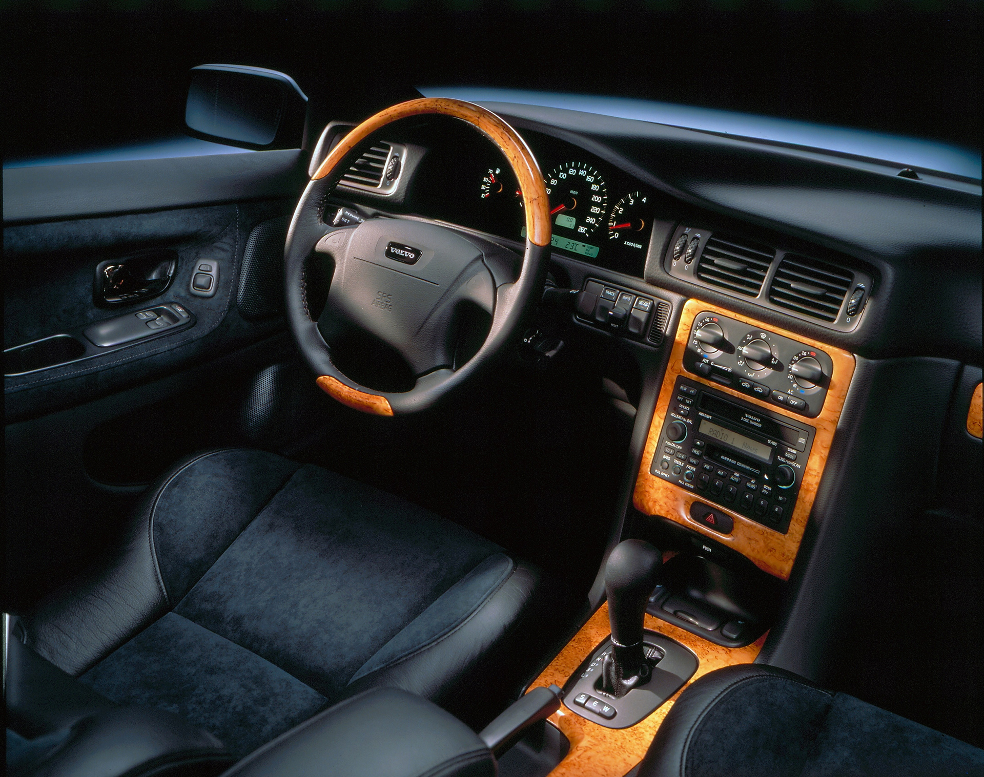 Volvo C70 Coupé interior © Zhejiang Geely Holding Group Co., Ltd