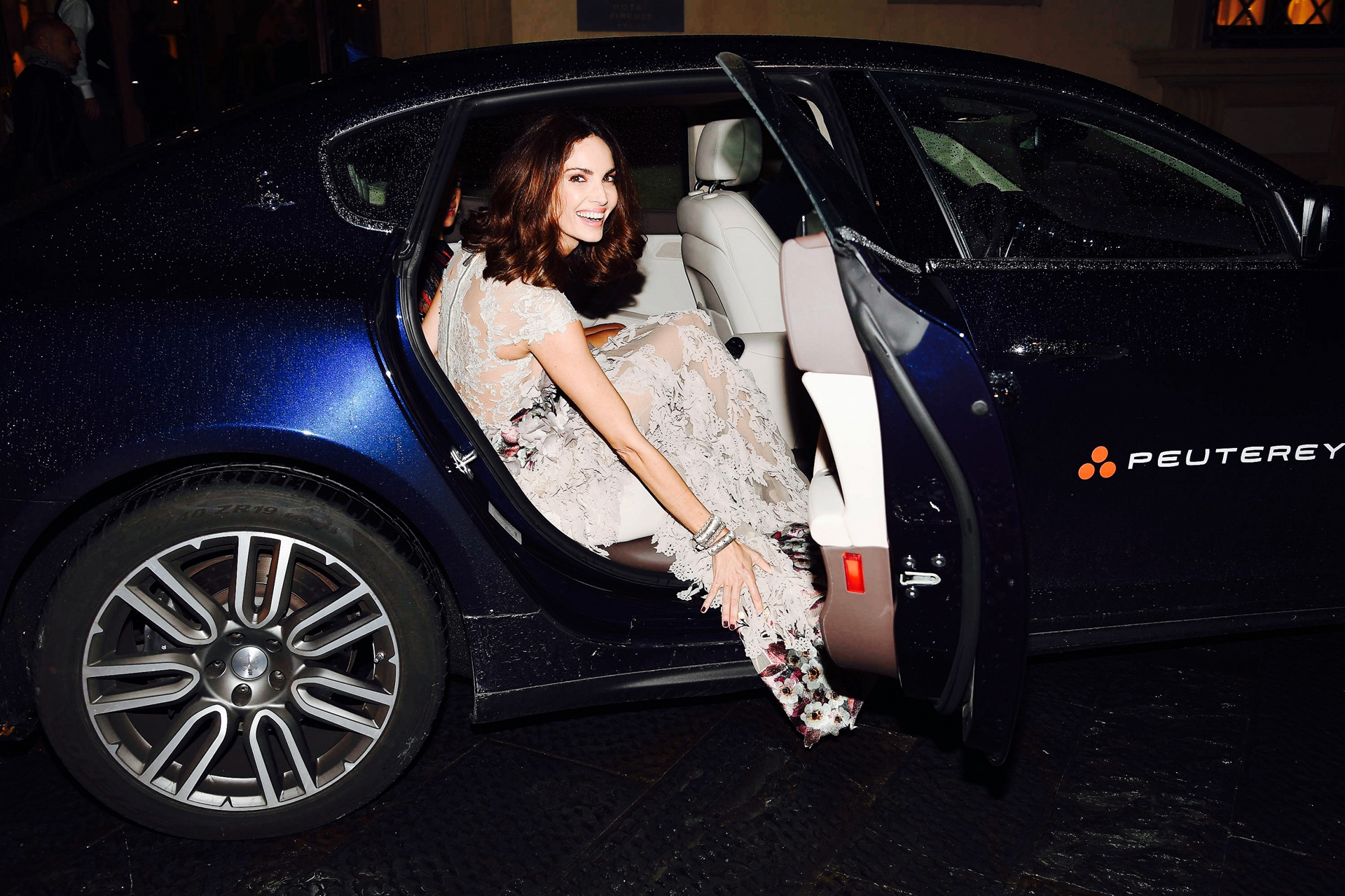 Eugenia Silva with the Quattroporte arrives at the INFERNO Premiere © Fiat Chrysler Automobiles N.V.