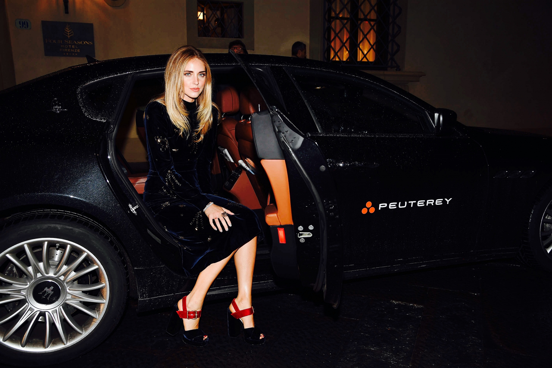 Chiara Ferragni with the Quattroporte arrives at the INFERNO Premiere © Fiat Chrysler Automobiles N.V. Chiara Ferragni with the Quattroporte arrives at the INFERNO Premiere © Fiat Chrysler Automobiles N.V.