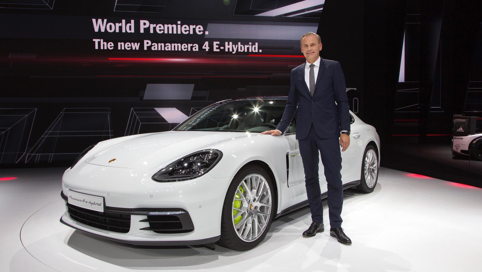 Oliver Blume, CEO Porsche AG, Porsche Panamera 4 E-Hybrid © Dr. Ing. h.c. F. Porsche AG
